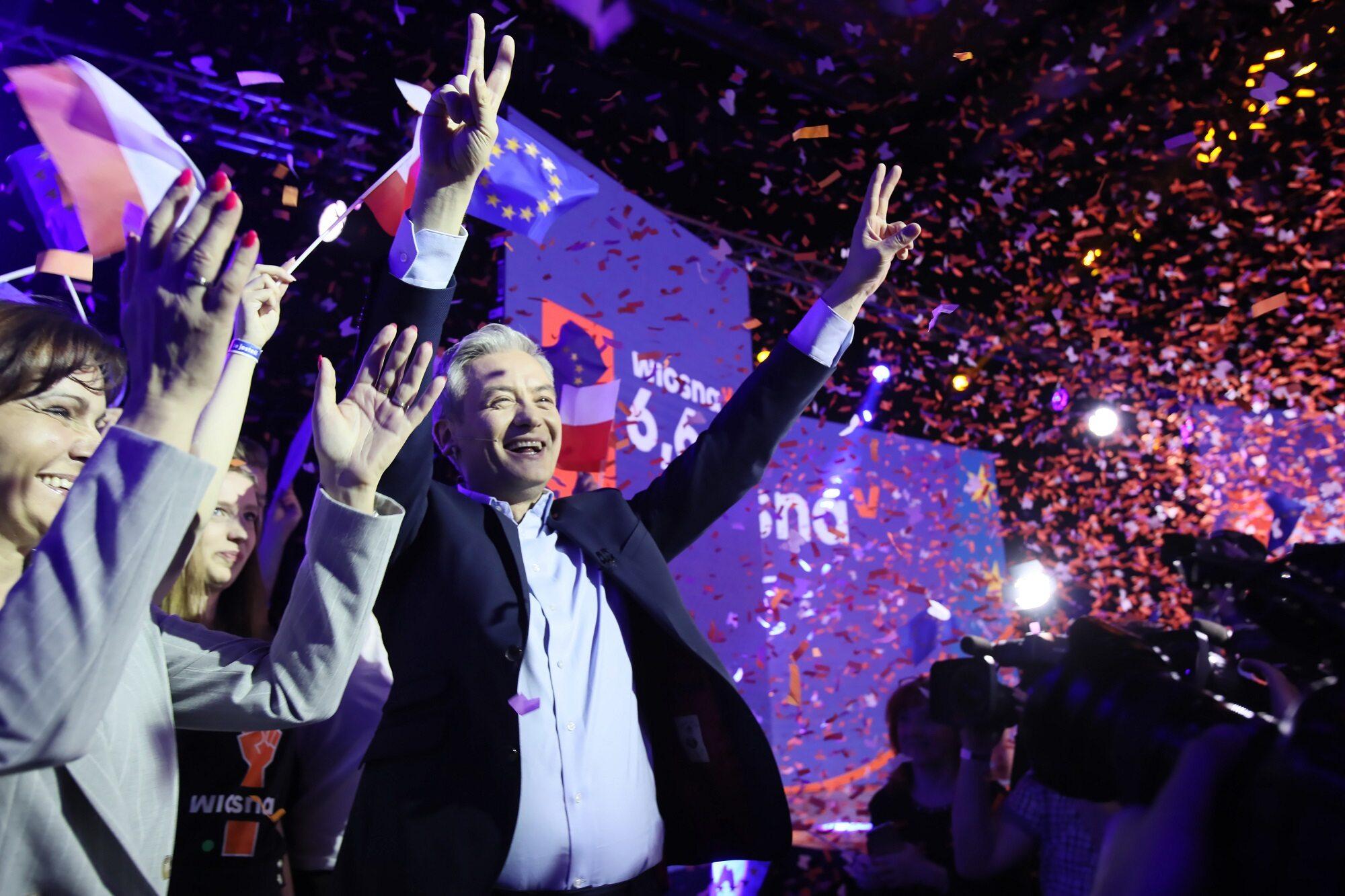 Lider Wiosny Robert Biedroń w sztabie wyborczym partii w Warszawie,