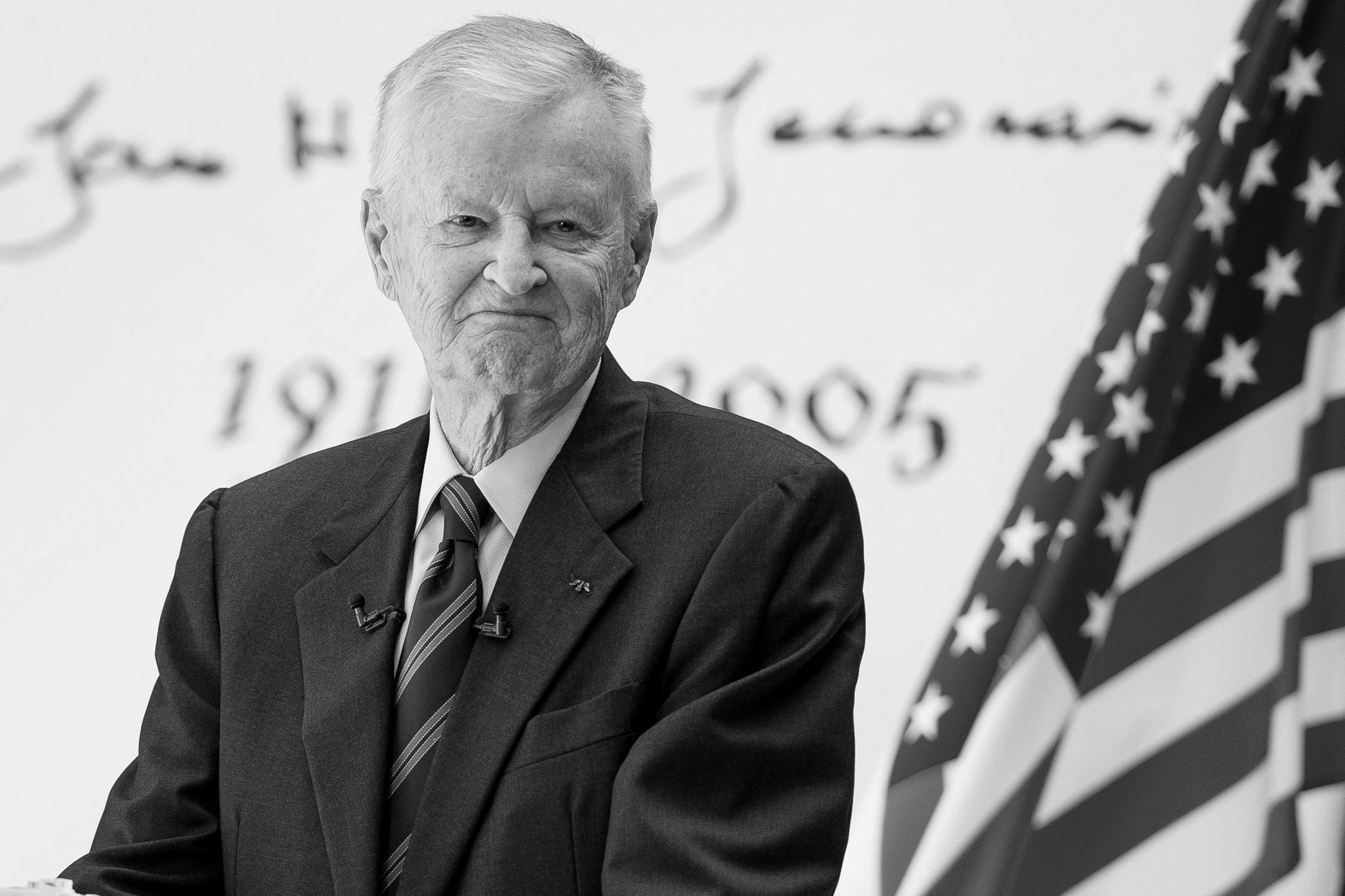 Zbigniew Brzeziński – polsko-amerykański politolog, strateg polityczny i dyplomata. Doradca prezydenta Cartera, Johnsona i Kennedy'ego. Zmarł 26 maja 2017 r.